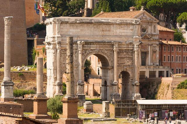 Vieraile Forum Romanumilla Roomassa